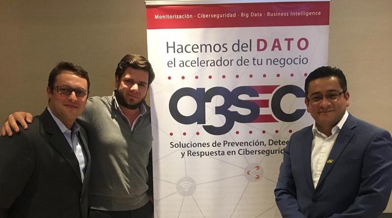 De izquierda a derecha. Javier Díaz Evans, Director global de ventas Grupo A3Sec; Eduardo Parra, Gerente de Seguridad y Cloud Telefónica Movistar y Wilmer Prieto Gómez, CEO E-thics